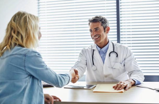 medecin-traitant-generaliste-rendez-vous-stethoscope
